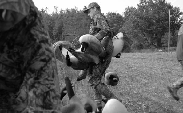 Carrying the decoys to a new area Argentina Shooting report