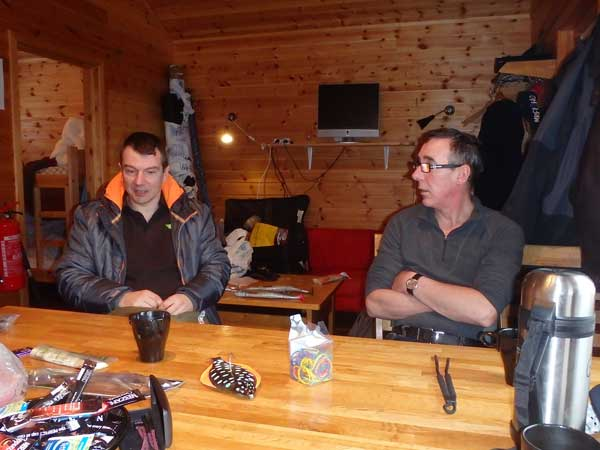 Head guide talking to the other anglers Norway Fishing Report