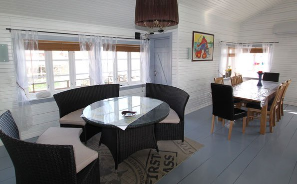 Lounge area in the large Cabin Fishing Report Norway