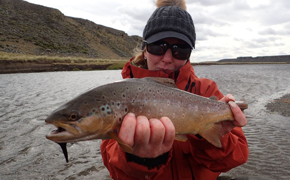 tracey buckenham with a nice brown trout in argentina