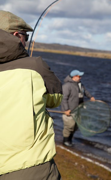 peter collingsworth playing a big sea trout in argentina