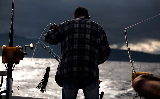 Azores fishing report Of captain getting rods ready