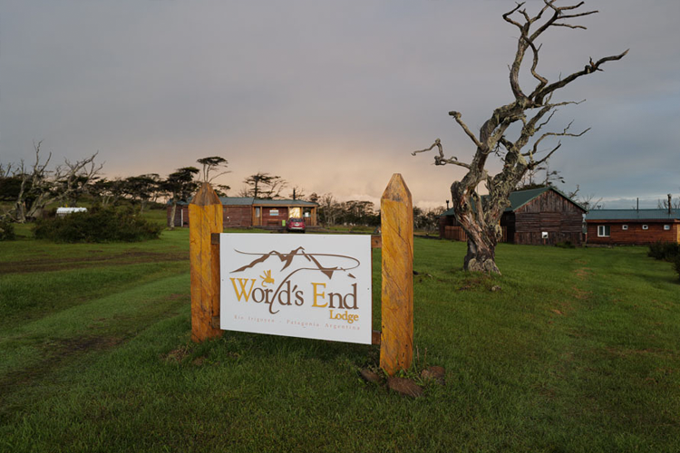 Worlds end Lodge front sign